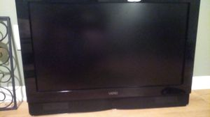 """35"""" Vizio flat screen with sound bar and remote for Sale in Lexington, KY"""