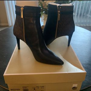 Michael Kors Leather mid Booties for Sale in Placentia, CA