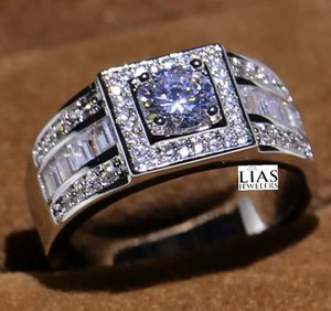 New 18 k white gold men wedding ring for Sale in Orlando, FL