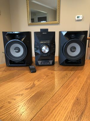 Sony Compact Hi-Fi Stereo Disc Receiver and Speakers for Sale in Delran, NJ