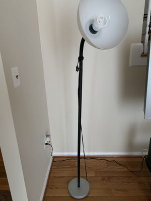 Floor Lamp in good condition. for Sale in Manassas, VA