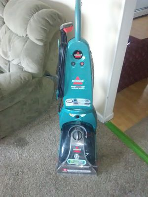 bissele carpet shampooer/cleaner -with upholsty cleaning tools for Sale in Murray, UT