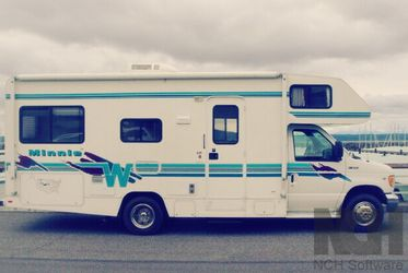 1999 Winnebago Minnie Ft 24 for Sale in Newark,  NJ