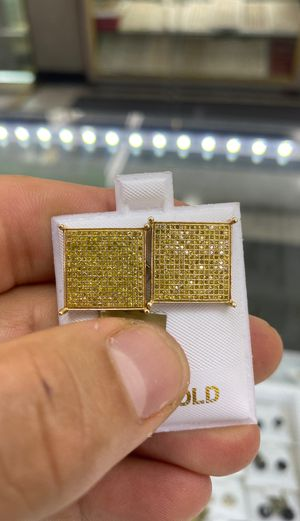 Canary Diamond Earrings 1.10Ct for Sale in Los Angeles, CA
