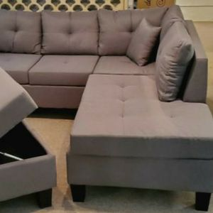 Gray Sectional with Storage Ottoman for Sale in Portland, OR