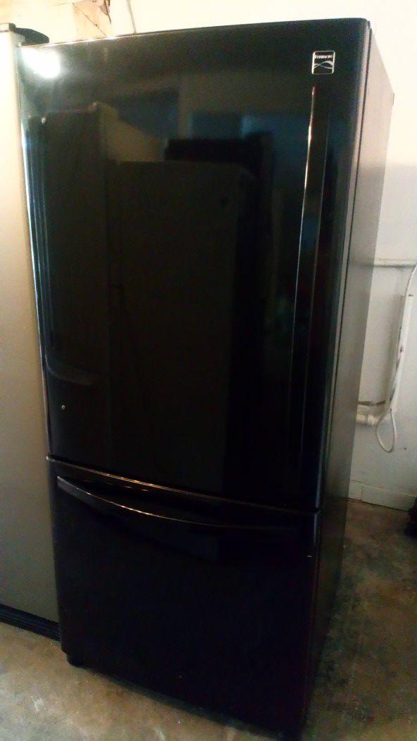 Refrigerador $$$ 280 con 90 días de garantía en 1121 basse rd san antonio texas 78212 open 9 am a 9 pm de Lunes a domingo