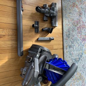 Dyson DC23 Cylinder Vacuum Animal for Sale in Chicago, IL