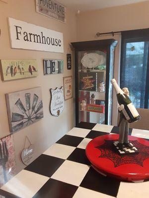 Corner curio cabinet for Sale in Huntington Beach, CA