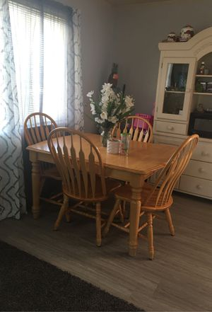 Table and 4 chairs for Sale in Dinuba, CA