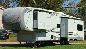 2O11 Trailer White Camper for Sale in Boston, MA