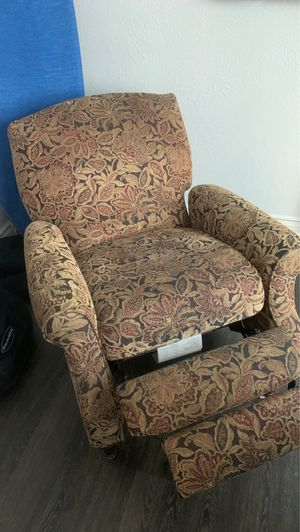 Recliner chair for Sale in Riverside, CA