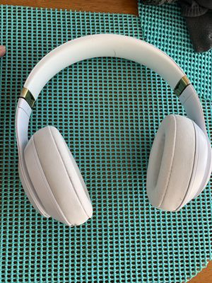 Beats solo wireless 3 studio for Sale in Washington, DC