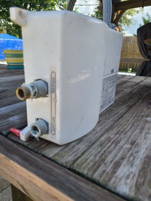 Water heater for Sale in Belle Isle, FL
