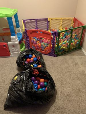 Ball pit with over 1500 balls. for Sale in Tolleson, AZ