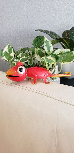 Red Chameleon Garden yard decor NEW 7.3 x 2.4 x 2 inches Cute garden decoration. for Sale in Ontario, CA
