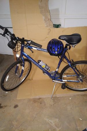 Men's Schwinn bike with helmet for Sale in Snellville, GA