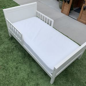 Toddler Bed and Mattress for Sale in Chula Vista, CA