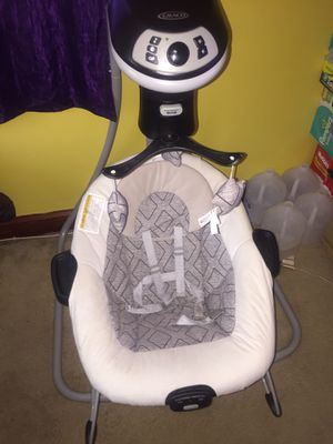 Graco DuetConnect LX with Multi-Direction Baby Swing for Sale in Washington, DC