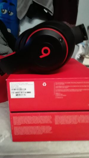 Bluetooth headphones by dre n trades for Sale in Mesa, AZ