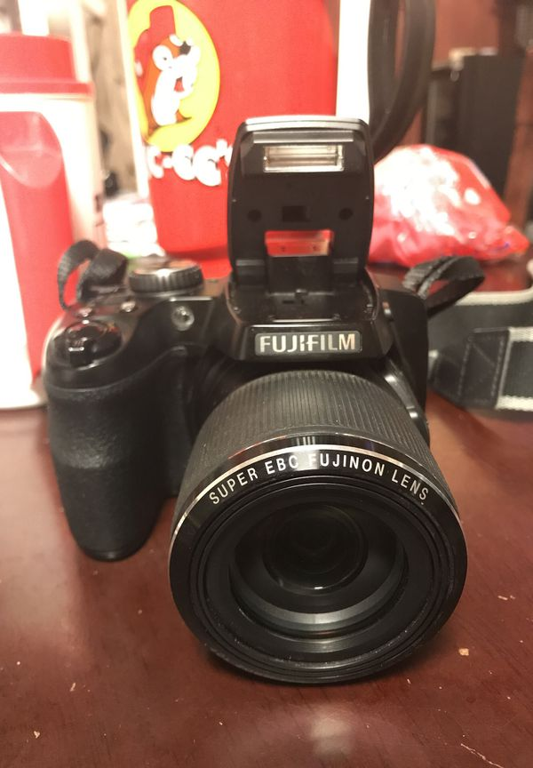 Fujifilm Finepix S8200 DSLR camera