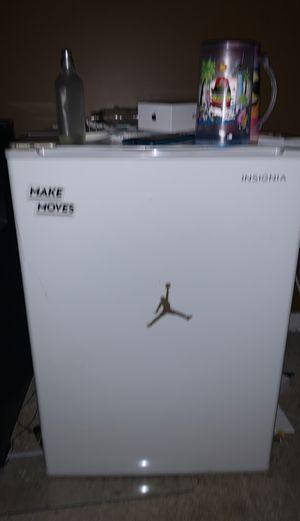 Mini fridge for Sale in Hyattsville, MD