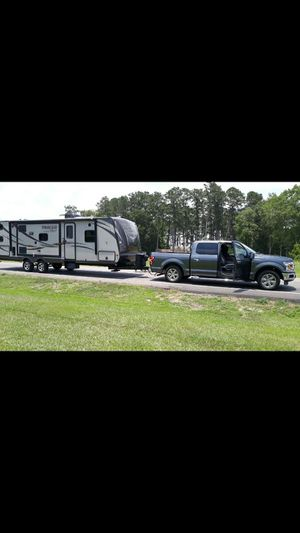 Rv trailer 2015, 29 feet with 2 slides. for Sale in Miami, FL