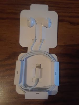 Apple Lightning Wired Earphones for Sale in Overland, MO