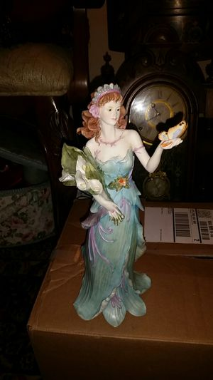 "Selling a vanmark ""wilhelmina"" statue from the enchanted garden collection for Sale in Puyallup, WA"
