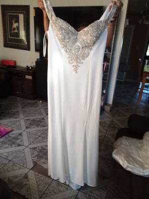 White/gold dress 3x off the shoulder for Sale in El Monte, CA