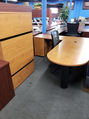 L shaped desk for Sale in Tampa, FL