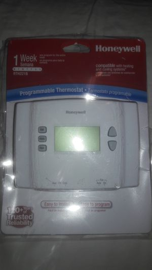 Honeywell 1 Week Programmable Themostat for Sale in Dallas, TX