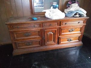 Dresser with mirror for Sale in Perry, GA