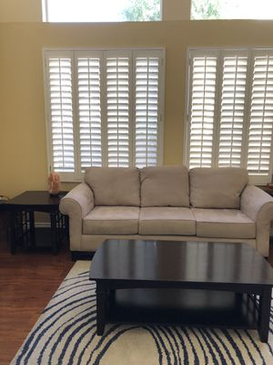 Living room couch and coffee/end table for Sale in Temecula, CA