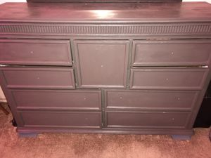 Bedroom dresser set with mirror for Sale in Fresno, CA