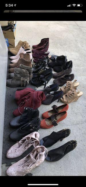 👢 botas - Zapatos 👠 de mujer botas. Size 7 y 8. A $2 dólares el par for Sale in Los Angeles, CA