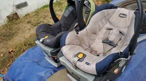 2Chicco car seats with base. for Sale in Salinas, CA