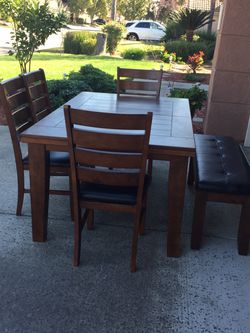Dining Table Set In Excellent Condition for Sale in Fresno,  CA