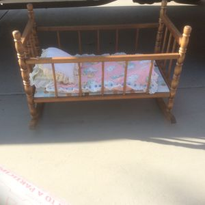 Vintage Baby Crib And Toy Box for Sale in Yorba Linda, CA