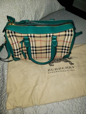 Original Burberry Bag/ Barely woren for Sale in The Bronx, NY