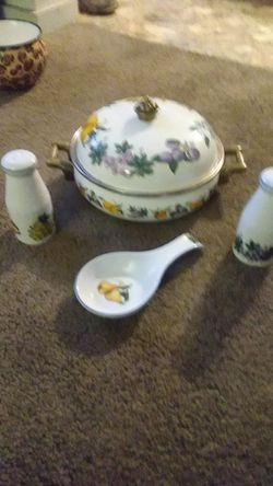 Tabletops unlimited essence edition pot , salt and pepper shakers and butter holder for Sale in Paragould,  AR