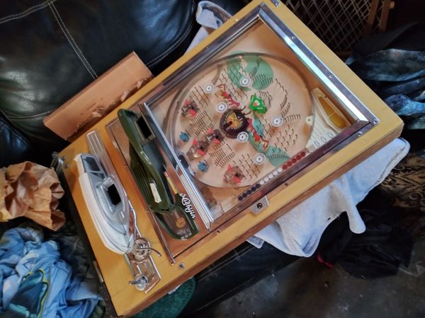 Old pinball machines. 100$ for both