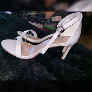 Ladies white heels size 7 for Sale in San Bernardino, CA