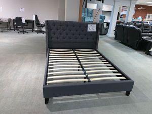 Queen bed frame (cama sin colchón) for Sale in Miami, FL