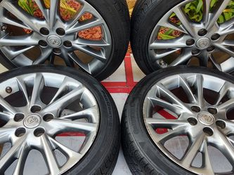 "18"" Toyota / Lexus Wheels W / Tmps Sensors.. Continental Tires.... for Sale in Gardena,  CA"