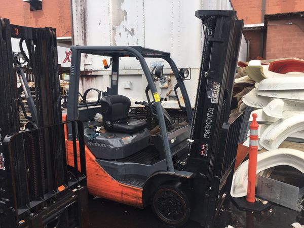 2 Toyota forklifts