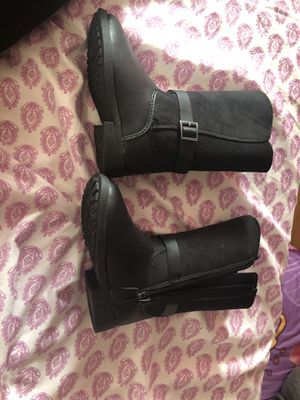 Osh Kosh B'gosh toddler girls size 7 fall boots for Sale in Melrose, MA