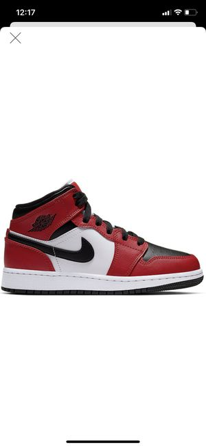 Jordan 1 MID black toe size 7y for Sale in Cleveland, OH
