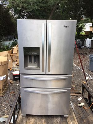 Whirlpool bottom freezer refrigerator 3 years old for Sale in Deltona, FL