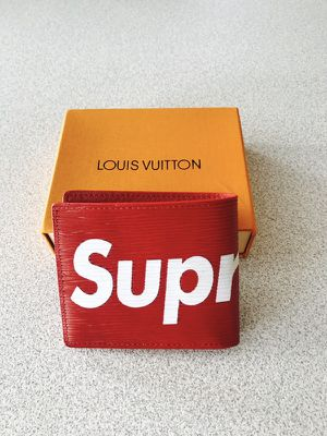 Red supreme Louis vuitton wallet for Sale in Melvindale, MI