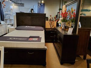 4pc queen Bedroom set for Sale in Santa Fe Springs, CA
